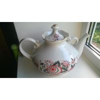 Фарфоровый чайник .Добруш ( СССР 3.5 литра )