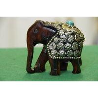Статуэтка Слон индийский   (высота 7 см , длинна 7,5 см )