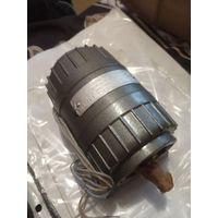 Электродвигатель АВ-042 на площадке новый