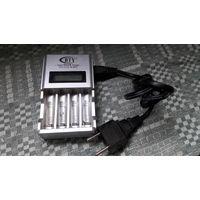Зарядное для аккум. батареек ААА и АА.