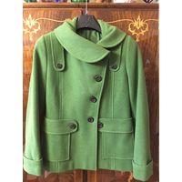 Полупальто пальто 44-46 как Новое цвет зеленый
