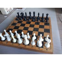 Шахматные пластиковые, советские. Деревянная доска