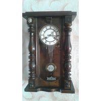 Часы старинные настенные с КЛЮЧЕМ в хорошем состоянии( заводятся и тикают) с рубля