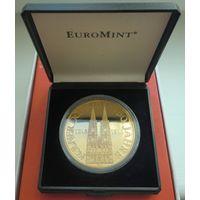 Памятная медаль, посвящённая 750-летию Кёльнского собора, в футляре