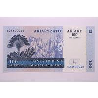 Мадагаскар, 100 ариари 2004 год,  UNC