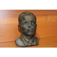 Бюст Ю. Гагарин., автор А.Сергеев 1977г.