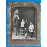 Старинное фото семьи. начало 1920-х. 10х14 см.