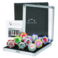 "Палау 9х1 доллару. ""Сувенирные покерные фишки: На удачу"". Монеты в тематическом кейсе; сертификат; коробка. Пластик 9х11гр."