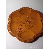 Тарелка старинная настенная. Дерево.