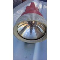 """Корабельный ручной фонарь """"Эмитрон"""" - один из последних образцов добротной советской техники."""