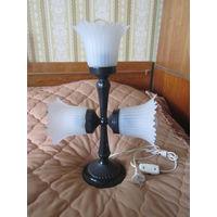 Стильная лампа (светильник) металлическая с тремя плафонами.