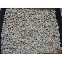 Набор керамических изоляторов разных исполнений и габаритов