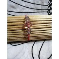Красный браслет-оберег с гранёными бусинами