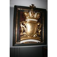 Фрагмент корона  с гербом покрыта золотом 18-19 век рама дерево