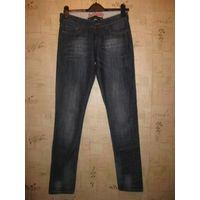 Брендовые джинсы от Richmond на 25 размер (42 примерно). Оригинал, приобретала для себя, но прогадала с размером. Новые. Длина 106 см, ПОталии до 40 см, бедра до 49 см. Обмен не интересует, почтой по