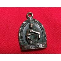 Медальон. (что то буддийское)