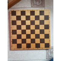 Доска для шашек и шахмат. Шахматная доска. Деревянные. Состояние отличнейшее. Фото 1: доска + шашки в подарок. На доске нет замочка. Фото 2 доска. Состояние отличнейшее. Любая всего за 9 руб. Могу выс