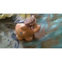 Бычок в шляпе (керамика)