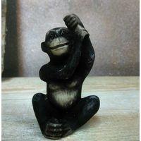 Старинная винтажная обезьяна в интерьер