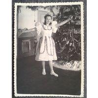 "Фото ""Снегурочки"" в детском саду. 1952-53 г. 8.5х11.5 см."