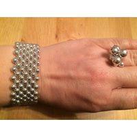 Красивый комплект, браслет и кольцо. Цвет серебро. Качественный пластик не носила.
