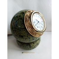 Часы змеевик минерал
