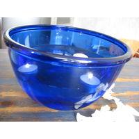 Салатник из синего стекла