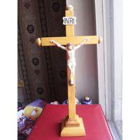 Распятие. Крест католический. Дерево. Фигурка пластик. Высота 30,5 см.