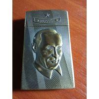 """Зажигалка """"  Россия """" с портретом Путина В. В."""