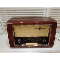 Ламповый радиоприемник Nordmende Carmen 55/3DR 1953-1955гг. Восстановлен внутри и внешне. Полностью рабочий.