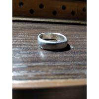 Женское кольцо серебро 925 проба вес 3.98 грамма.