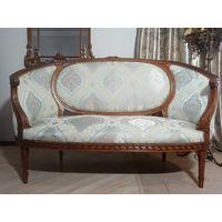 Антикварный диванчик