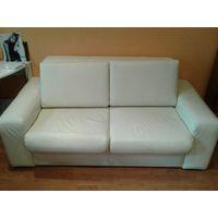 Диван натуральная кожа белого цвета,раскл.вперед Продам диван. Натуральная кожа белого цвета,раскладывае