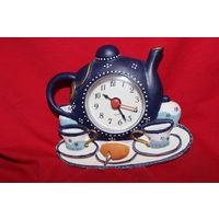 "Часы - чайник. Керамика, кварц.  "" Пока все дома "" :))"