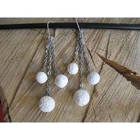 Серьги ручной работы с белыми шариками