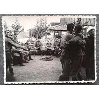 "Фото. ""Солдаты отдыхают"". Конец 1940-начало 50-х. 8х11 см."