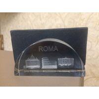 Сувенир из Рима в коробочке. Стекло, в стекле изображены фигуры достопримечательностей Рима. Размер 9 на 4,5 см.