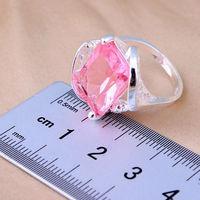 Кольцо с розовым камушком.