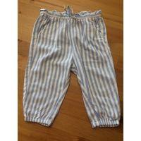 Пижамные штаны H and M на рост 74 см. Очень клевые, ткань гладкая, струящаяся. Длина 40 см, ПОталии тянется 22-29 см. 100% хлопок. Белые в голубую полоску. Приобрела не в сезон, не успели надеть.