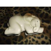 Спящий слоник