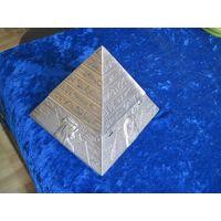 Пирамида-пепельница 8х8,5 см.
