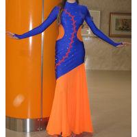 Платье длинное, до пола, облегающее, королевский синий с оранжевым, отделано стразиками и пришитым кружевом, на рост 164, р-р 38-40