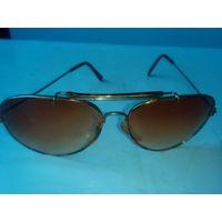 Очки солнцезащитные с желтоватыми стеклами