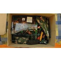Модели армейские (самолёты, танки, солдатики), пластик.
