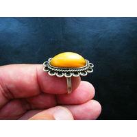Мельхиоровое кольцо с натуральным янтарём из СССР.