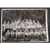 Фото пионерского отряда. 1950-е. 13х18 см.