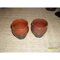 Два небольших керамических бокала, стакан, кубок