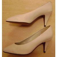 Туфли белого цвета. Италия. р. 41