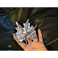 Модная брошь, в серебре- **Кленовый лист**
