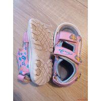 Лот детской обуви.